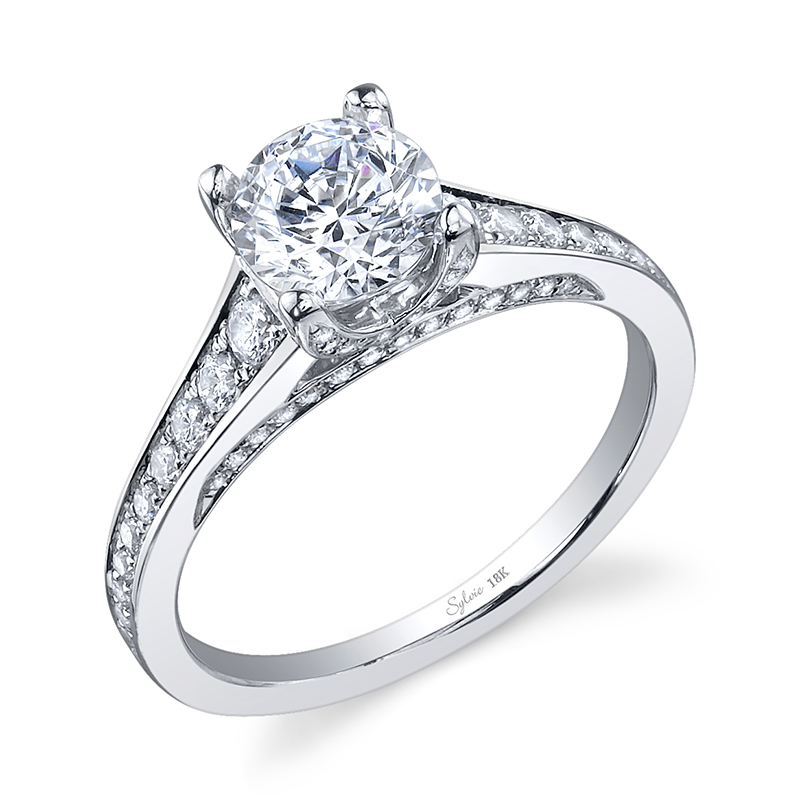 Graduated Diamond Engagement Ring